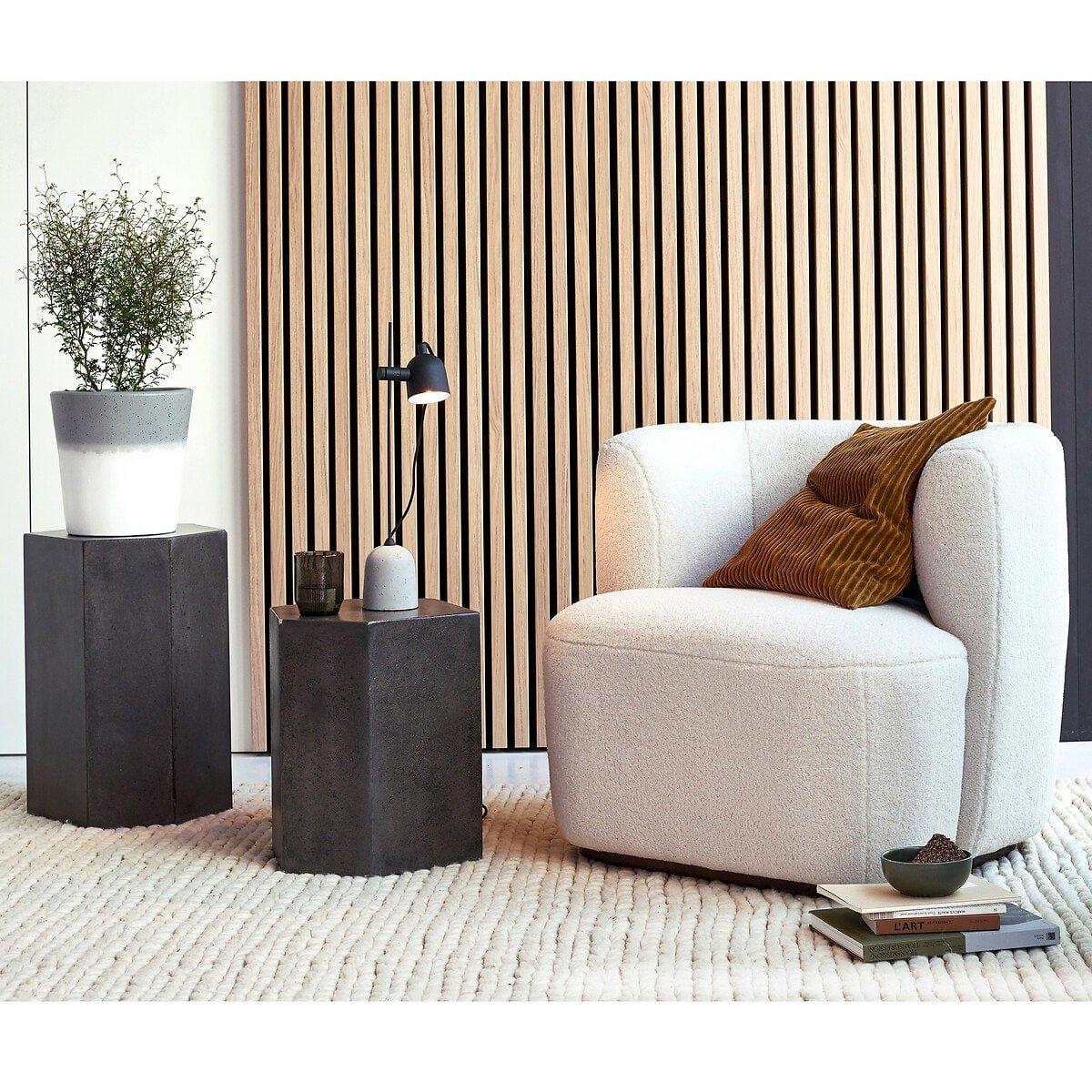 Tendances déco 2020/2021 : Kty.L, décoratrice d'intérieur UFDI à Rochefort-du-gard, présente un fauteuil en laine bouclée de chez La Redoute Intérieurs