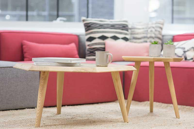 Tendances déco 2020/2021 : Kty.L, décoratrice UFDI, à Rochefort-du-Gard, présente le mobilier aux formes arrondies de chez Résistub productions